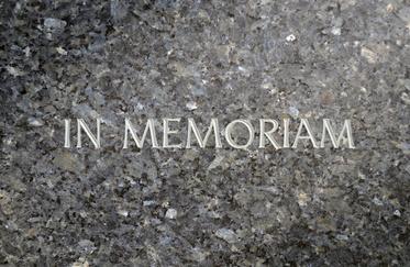 Existe-t-il des lettres à coller sur une pierre tombale ?