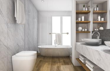Comment allier le bois et le marbre dans une salle de bain ?